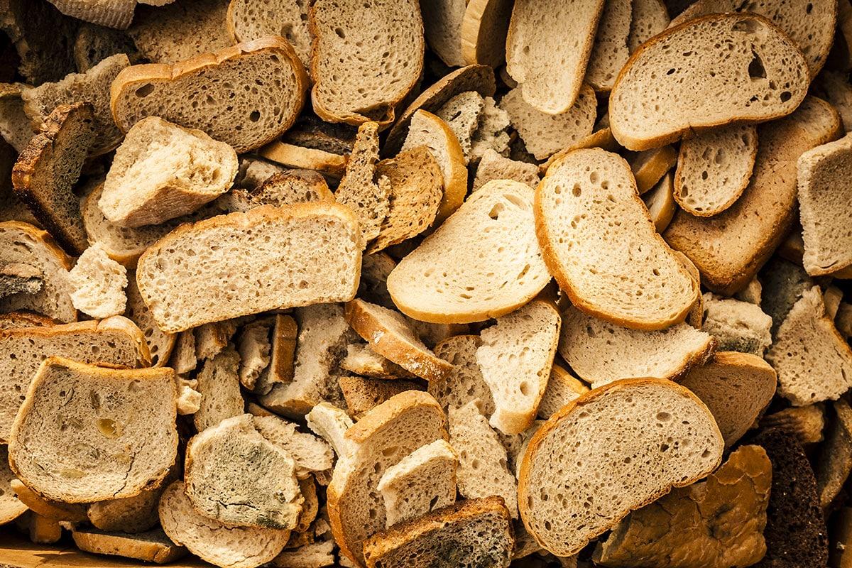 Почему запрещено выбрасывать хлеб по народным приметам