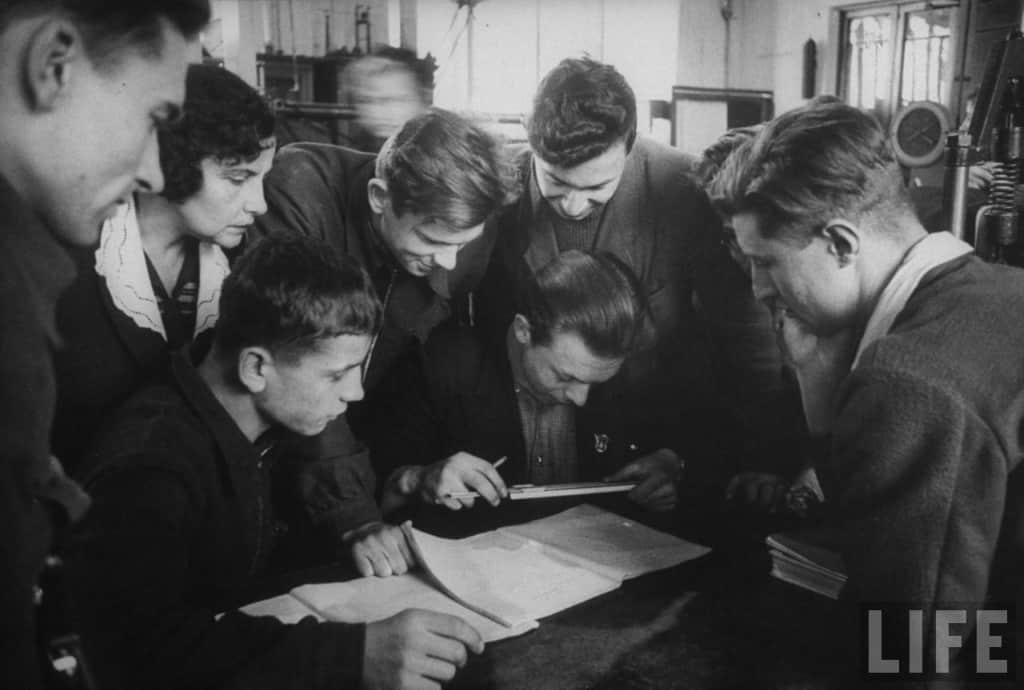 Сколько людей получило образование в СССР и России: сравнение