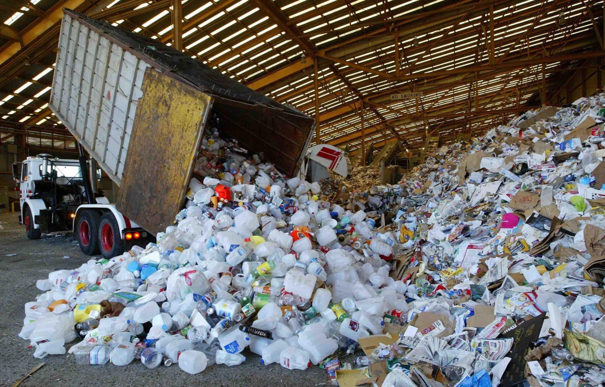 Зачем Россия ввозит заграничный пластиковый мусор и тратит на это миллионы долларов