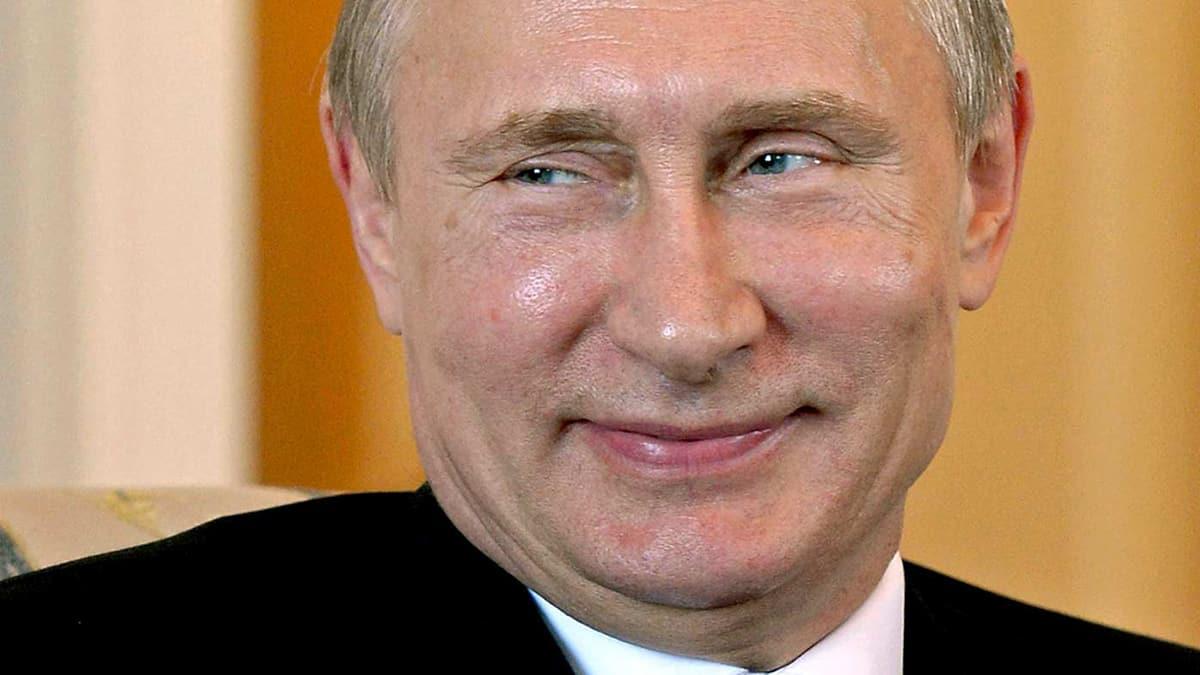 Визитная карточка Путина продаётся за 2 миллиона рублей в СПб