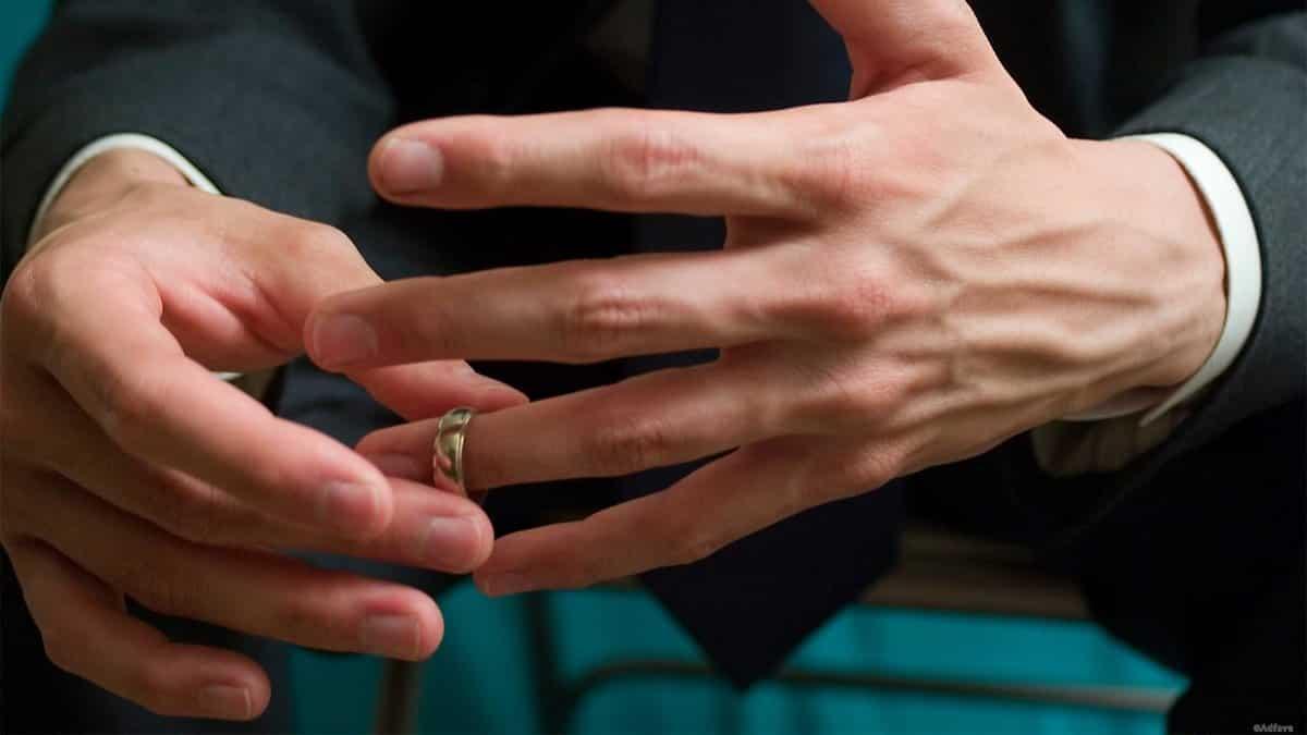 Почему запрещается снимать обручальное кольцо: объяснение экстрасенса Александра Шепса