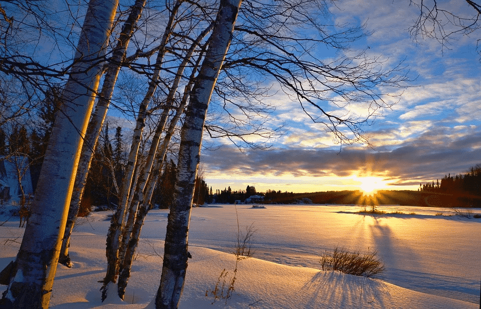 Самый короткий день в году: День зимнего солнцестояния 22 декабря 2019, приметы и обряды