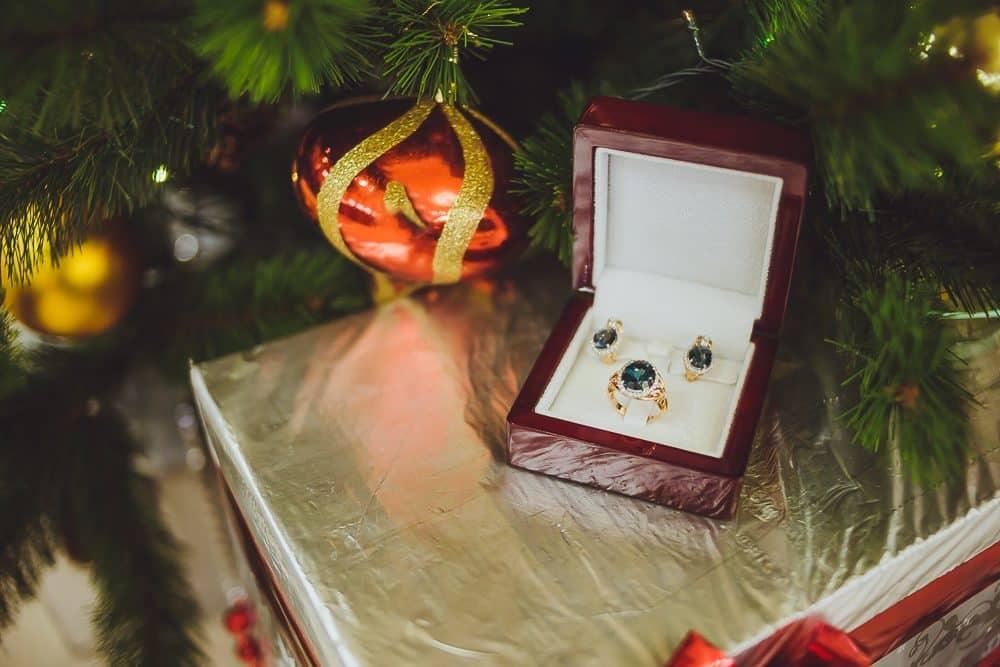 Что подарить своей жене на Новый год 2020: идеи подарков