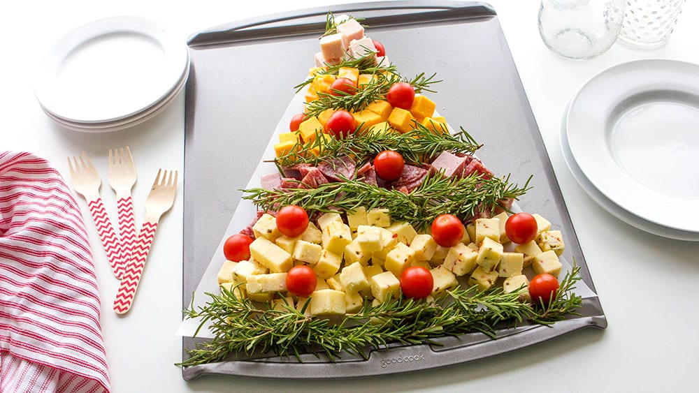 Новогодний стол в 2020 году: как украсить, что включить в праздничное меню
