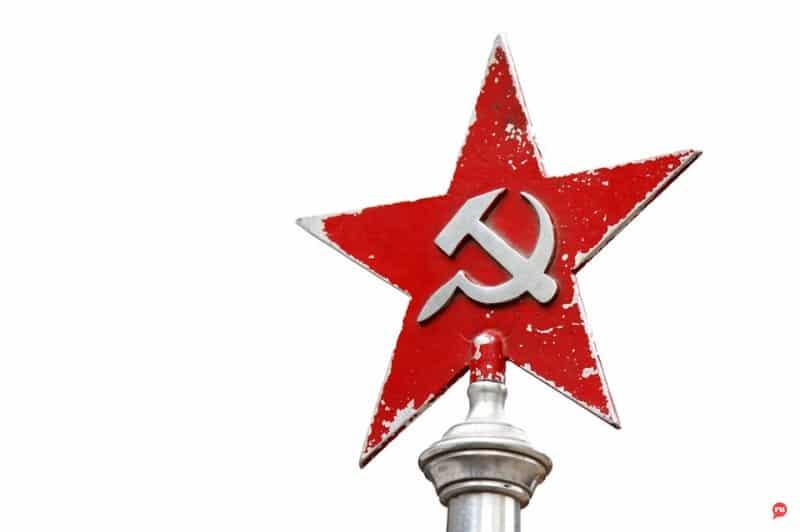 Отставку Путина вместе с Медведевым потребовали коммунисты