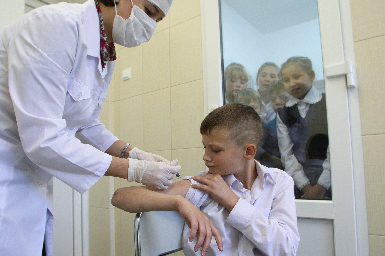 Надуманное в Думе: непривитых детей предложено не пускать в школу