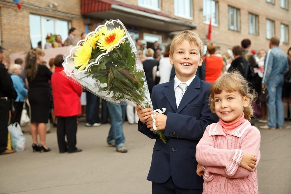 В Госдуме приняли закон, позволяющий зачисление братьев и сестер в одну школу