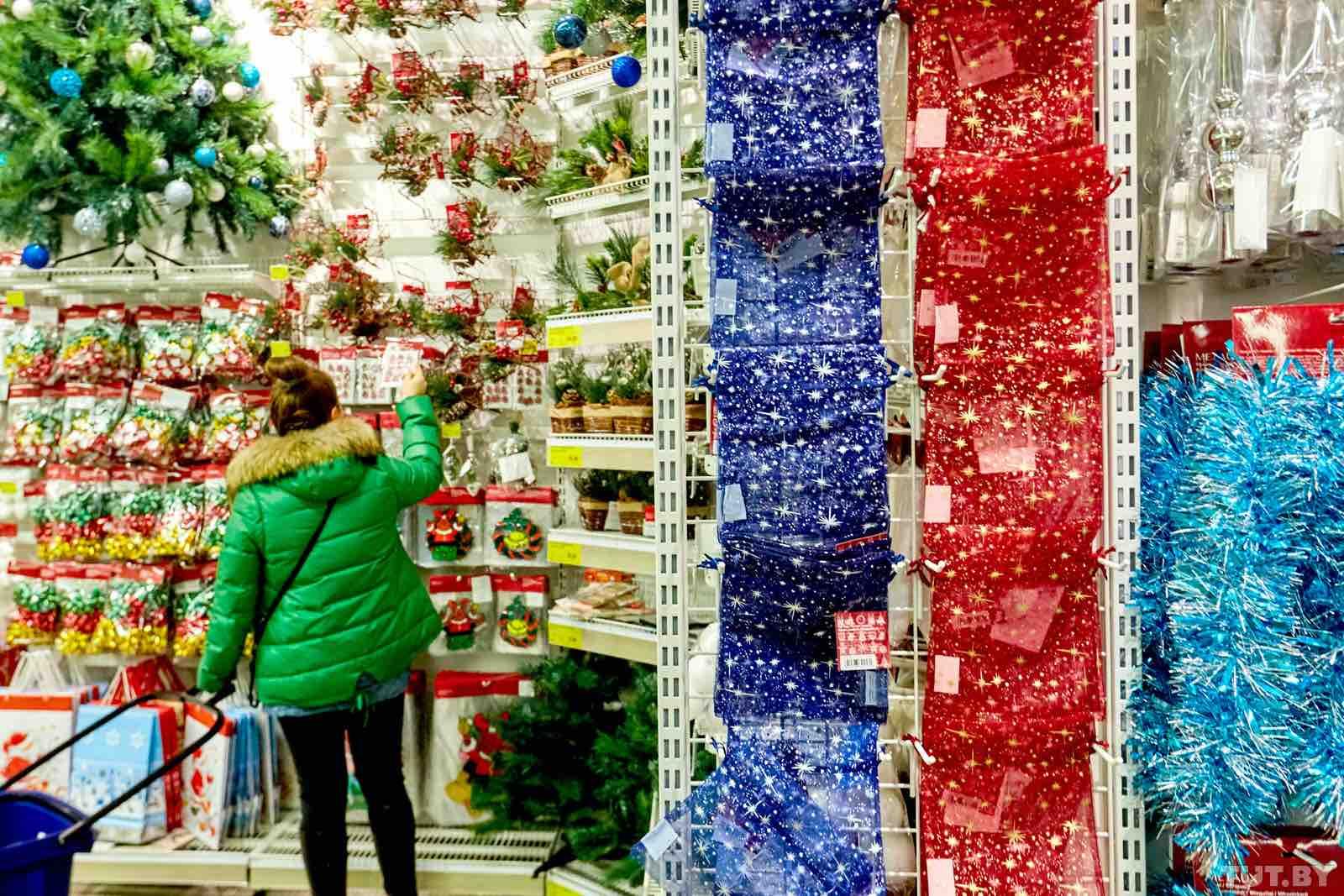Россияне предпочитают экономить на покупке украшений к новогодним праздникам