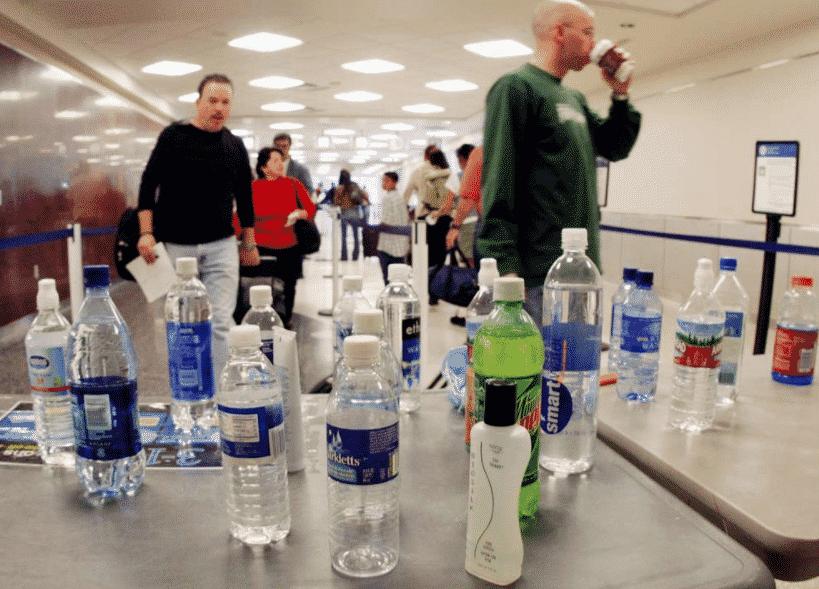 Почему у пассажиров отбирают всю жидкость на входе в самолет?