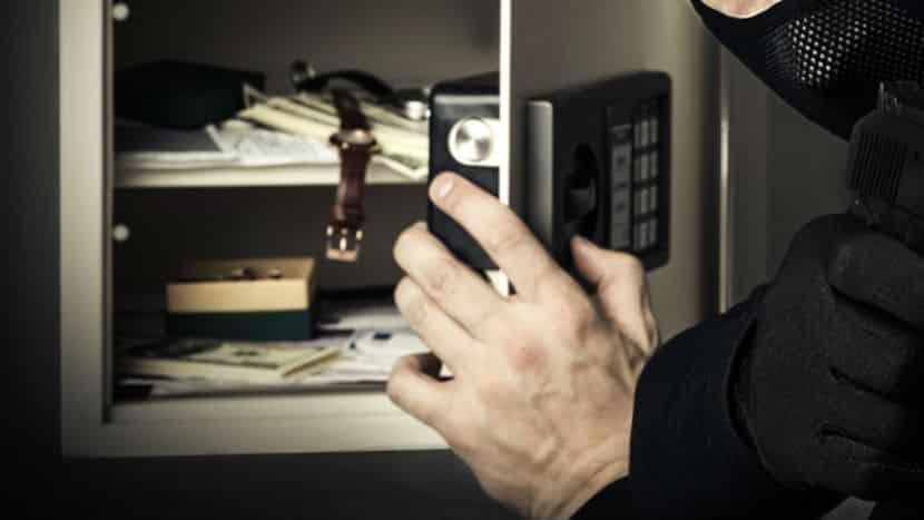 У полицейских украли изъятые ранее 9 млн рублей прямо из сейфа