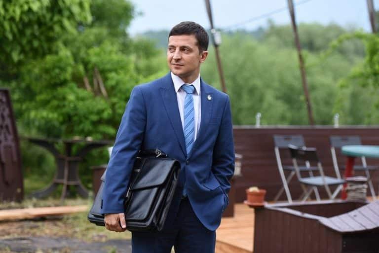 ТНТ убрал из эфира показ сериала «Слуга народа» с Зеленский в главной роли