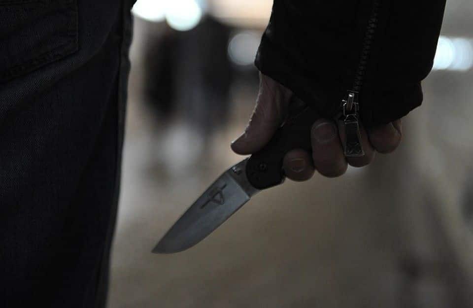 В Петрозаводске мужчина напал с ножом на своего соперника