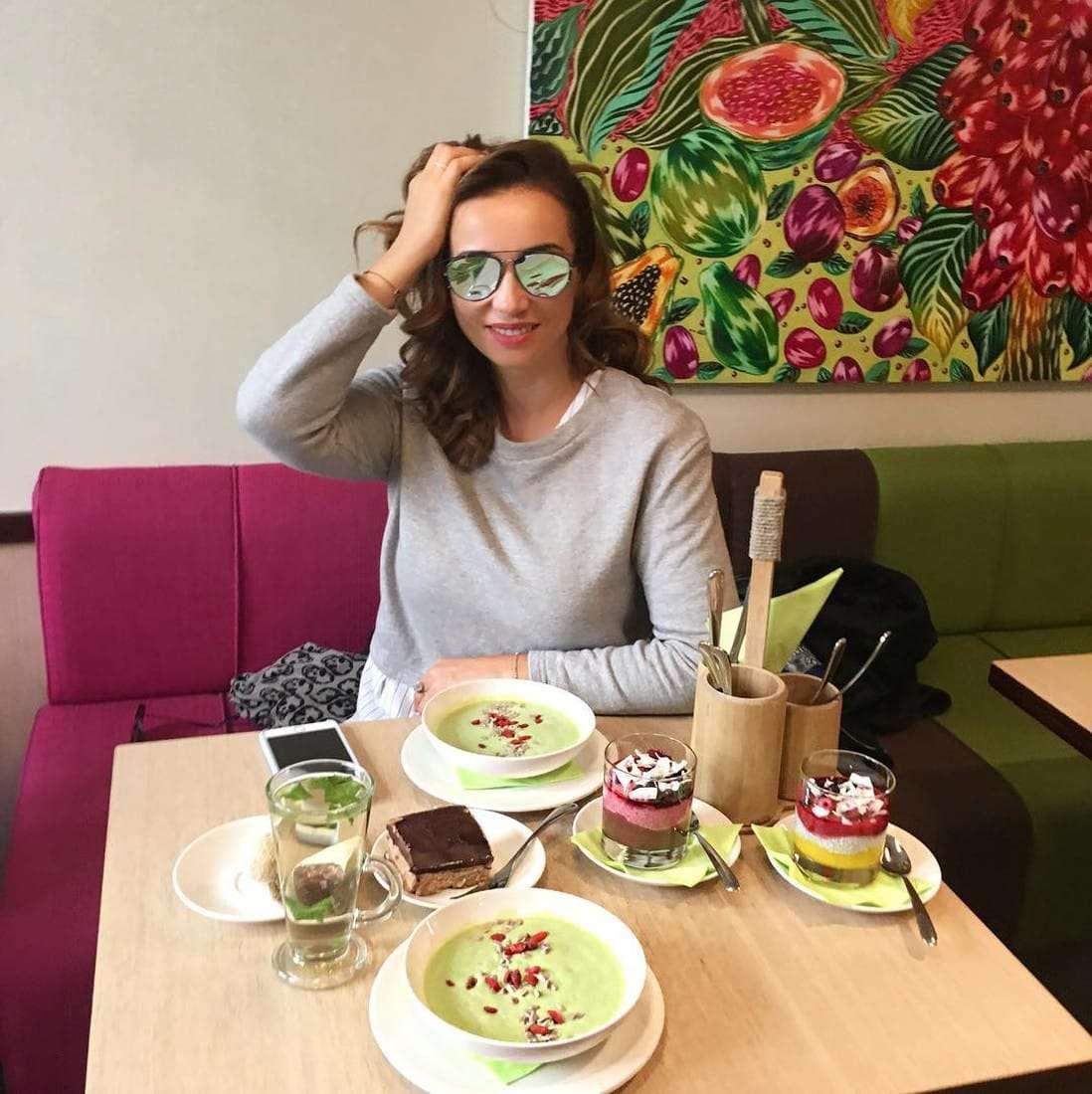 Меню на день Анфисы Чеховой: что любит есть, любимое блюдо, как питается знаменитая ведущая